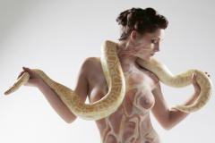 ANIMAL ART Bodypainting SCHLANGE  (Bodypaintingmodell: Janina / Fotograf: R. Melson)