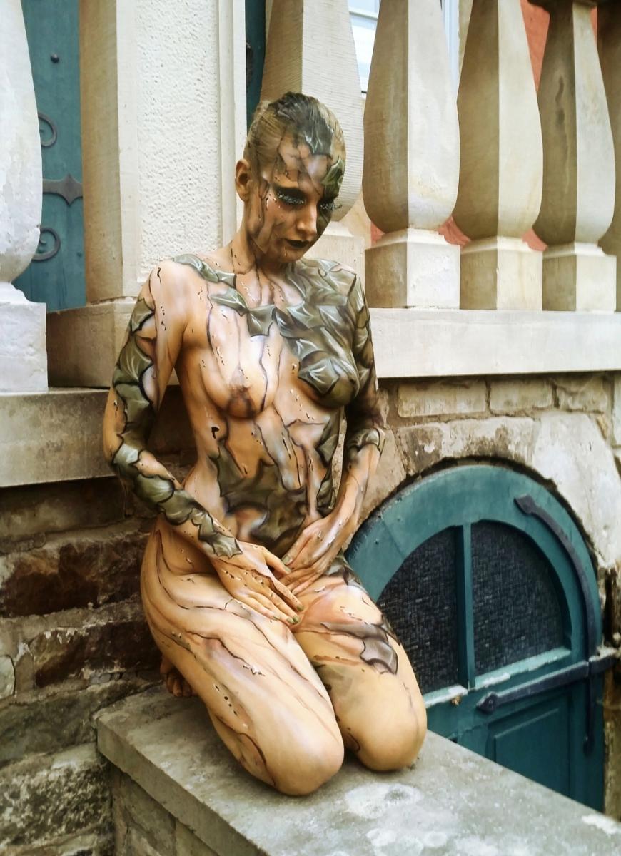 Bodypainting-Performance live für TV-Dokumentation RTL-nord (Modell: Katey)