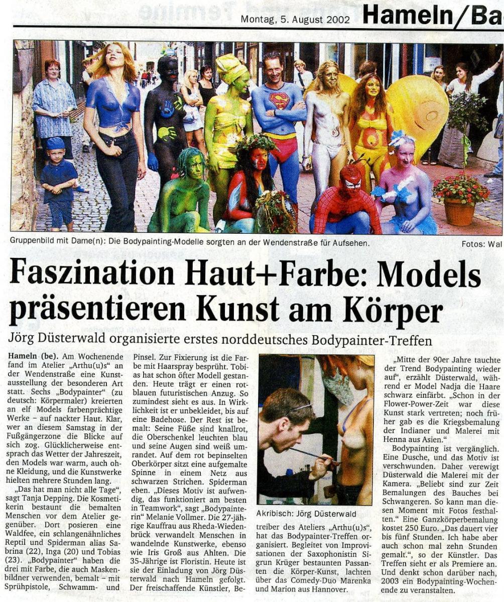Medienbericht 1. Norddeutsches Bodypaintingfestival des Künstlers Jörg Düsterwald (Media: DEWEZET / Aug.2002)