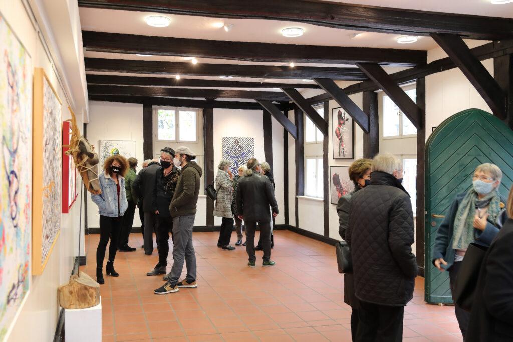 Der Kunstverein Wunstorf e.V. präsentiert Werke des Bodyart-Künstlers Jörg Düsterwald aus Hameln. Am 11. Oktober 2020 fand im Stadttheater die Vernissage zu der zweiwöchig dauernden Ausstellung statt. Anschließend wurde die Werkschau in der Wunstorfer Abtei besichtigt.