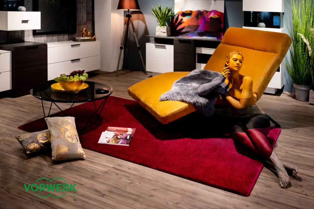 Für eine internationale Werbekampagne des Unternehmens Vorwerk-Flooring hat der Bodyart-Künstler Jörg Düsterwald mit seiner Körpermalerei auf einem Fotomodell die Fotomotive dazu realisiert.
